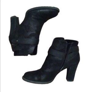 Crown Vintage black ankle strap heeled bootie sz 7